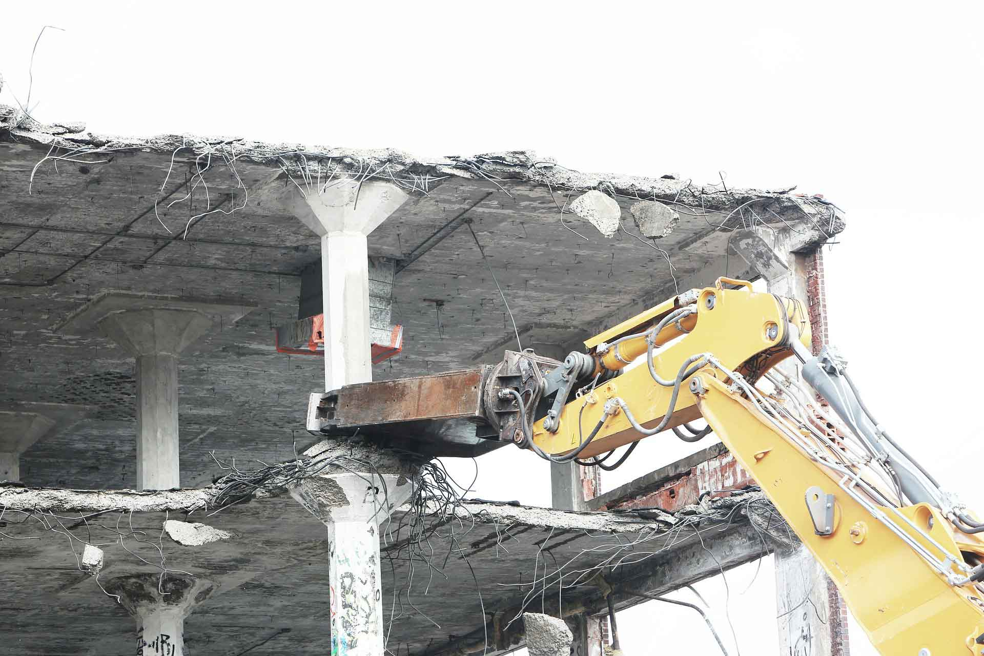 Dismantling of buildings, pipelines, equipment