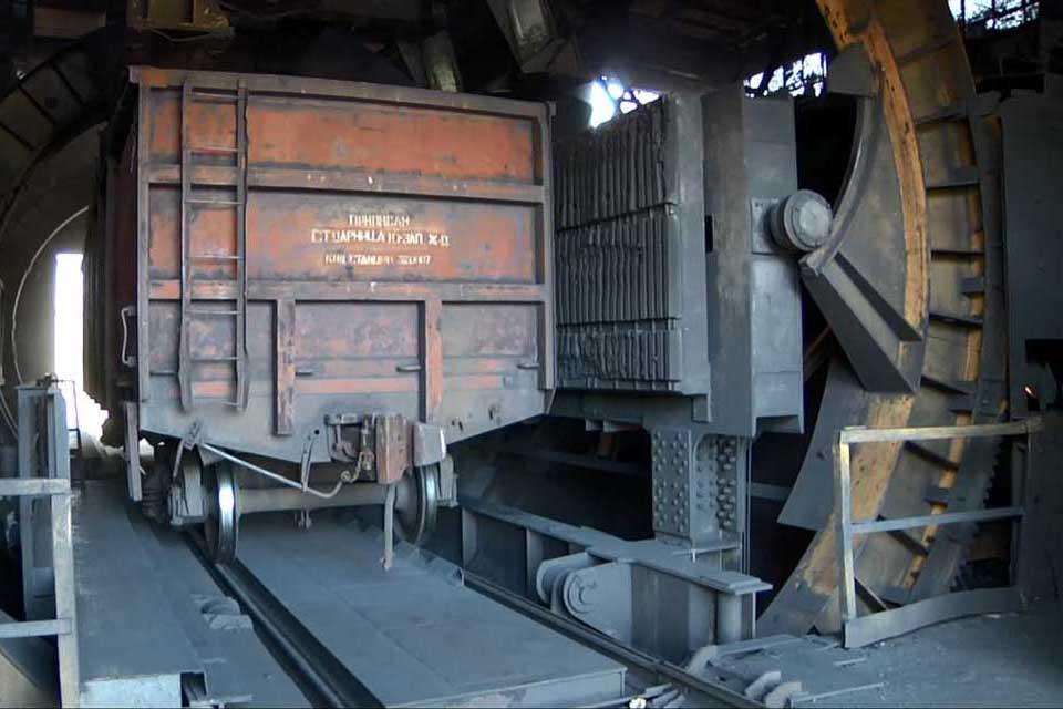 Wagon dumping machine